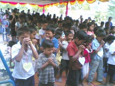 Благодарете на Бога за освобождаването на християните в Лаос!